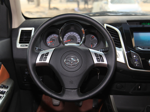 2017款2.4L 汽油两驱至尊版 方向盘