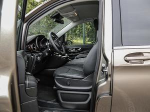 2018款V 260 L 尊贵加长版 前排空间