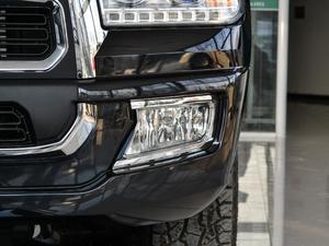 2018款2.5T 柴油两驱豪华型 大双 雾灯