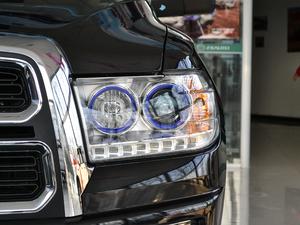2018款2.5T 柴油两驱豪华型 大双 头灯