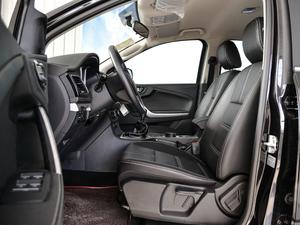2018款2.5T 柴油两驱豪华型 大双 前排空间