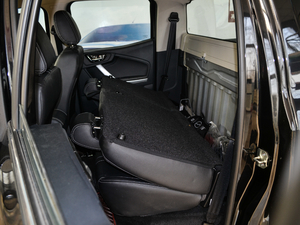 2018款2.5T 柴油两驱豪华型 大双 后排座椅放倒