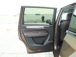 2019款270T 自动尊贵版 后车门