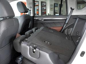 2017款320T 豪华智联版 后排座椅放倒