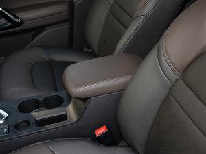 2017款235T 自动两驱豪华智联版 前排中央扶手