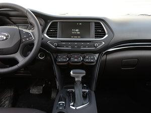 2017款235T 自动两驱豪华智联版 中控台