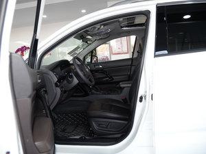 2017款235T 自动两驱尊贵版 前排空间
