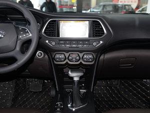 2017款235T 自动两驱尊贵版 中控台