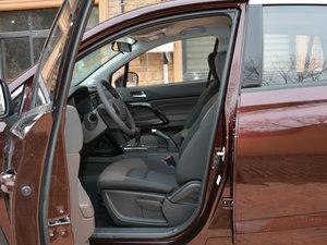 2017款200T 手动两驱舒适版 前排空间
