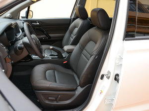 2017款200T 手动两驱豪华版 前排座椅