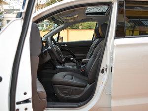 2017款200T 手动两驱豪华版 前排空间