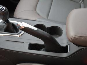 2017款200T 手动两驱豪华版 驻车制动器
