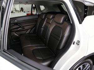 2017款235T 手动两驱豪华版 后排座椅