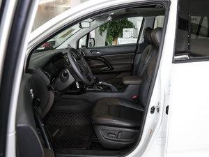 2017款235T 手动两驱豪华版 前排空间