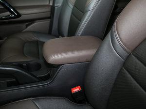 2017款235T 手动两驱豪华版 前排中央扶手
