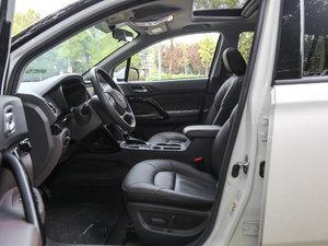2017款235T 自动四驱豪华智联版 前排空间