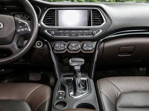 2017款235T 自动四驱豪华智联版 中控台
