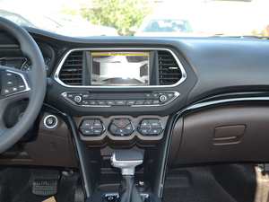 2017款235T 自动两驱精英版 中控台