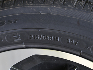 2018款235T 自动两驱至尊版 轮胎尺寸