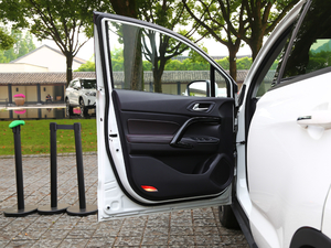 2018款235T 自动两驱至尊版 驾驶位车门