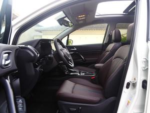 2018款235T 自动两驱至尊版 前排空间