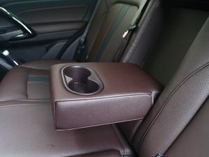 2018款235T 自动两驱至尊版 后排中央扶手