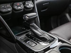 2018款235T 自动两驱至尊版 变速挡杆
