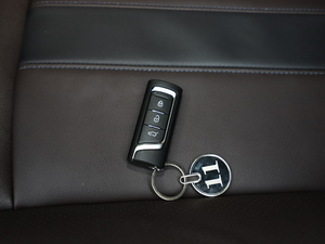 2018款235T 自动两驱至尊版 钥匙