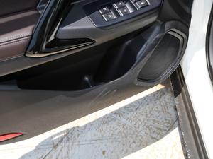 2018款235T 手动两驱豪华版 车门储物空间