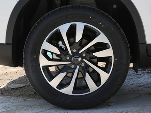 2018款235T 自动两驱精英版 轮胎
