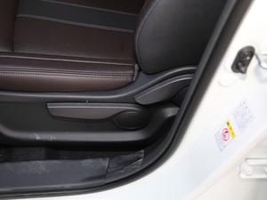 2018款235T 自动两驱精英版 座椅调节
