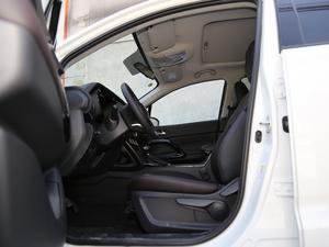 2018款235T 自动两驱精英版 前排空间