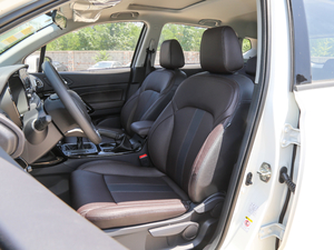 2018款200T 手动两驱精英版 前排座椅