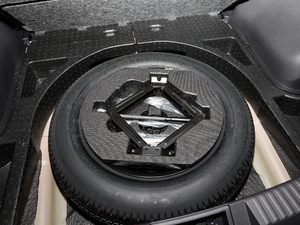 2018款235T 自动两驱豪华智联版 备胎