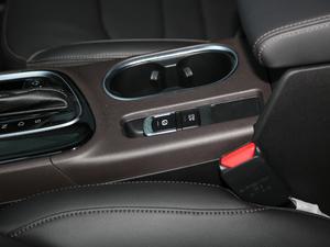 2018款200T 自动尊贵版 驻车制动器
