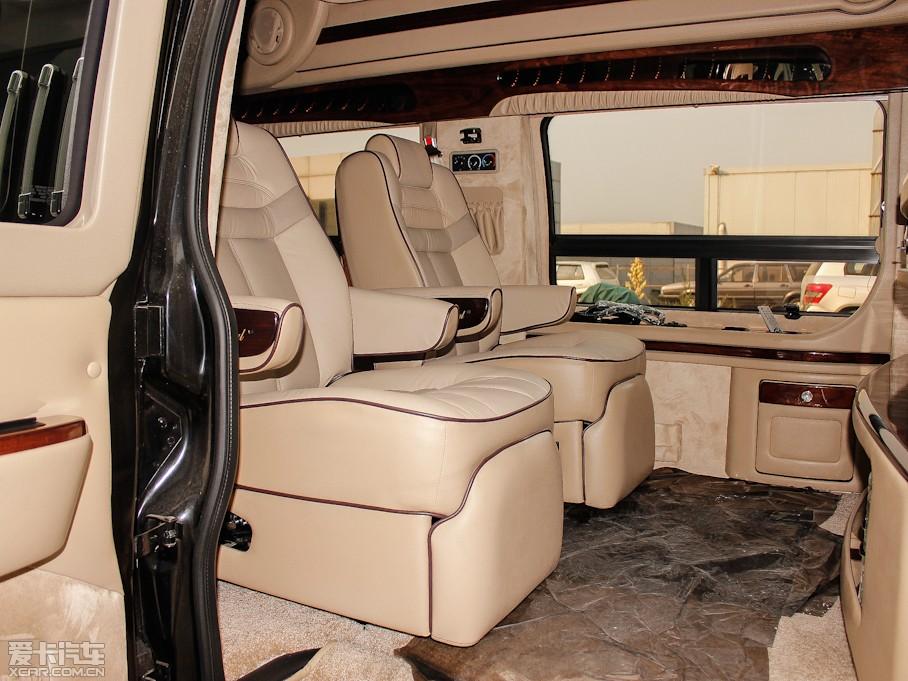 2013款7座2500型豪华商务车-空间座椅图片