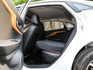 2019款1.4T 自动精英型 后排座椅放倒