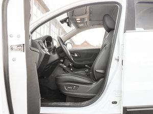2017款1.6L 自动尊贵型 前排空间