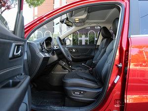 2017款1.6L 自动尊贵致酷型 前排空间