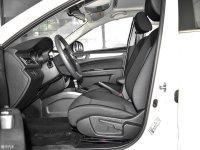 空间座椅奔腾B30 EV前排空间