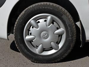 2012款改款 1.0L 手动P-TEC优越版 轮胎