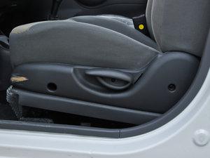 2012款改款 1.0L 手动P-TEC优越版 座椅调节