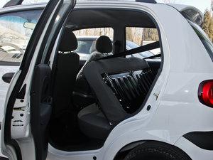 2012款改款 1.0L 手动P-TEC优越版 后排座椅放倒