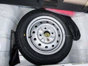 2012款改款 1.0L 手动P-TEC优越版 备胎