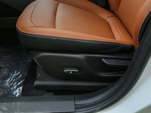 2017款1.5L 手动豪华型 座椅调节