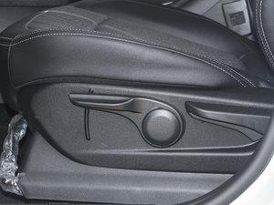 2017款1.5L 手动时尚型 座椅调节