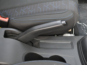 2017款1.2L 手动超值型 驻车制动器
