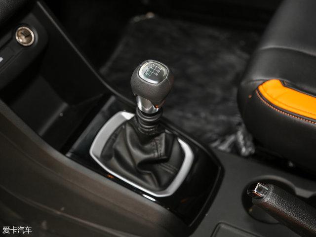 传动系统方面,与1.5L车型匹配的是6挡手动变速箱。工信部测定的油耗为5.8L/100km。