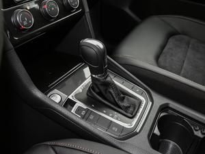 2018款2周年纪念版 230TSI 自动豪华型 变速挡杆