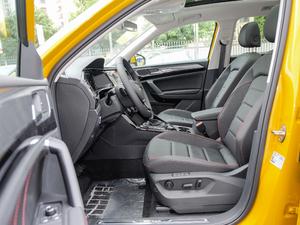 2019款380TSI 四驱尊贵型 国V 前排空间